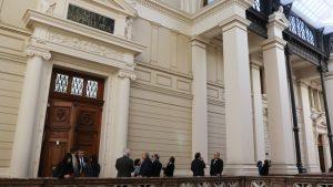 Detienen y multan a abogado de la Corte Suprema por realizar rayados en Valparaíso